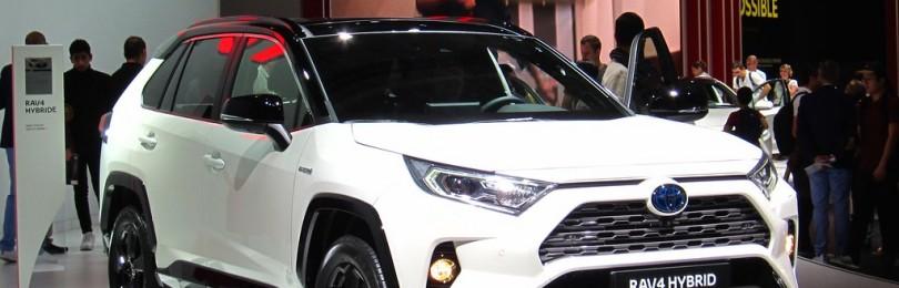 Toyota RAV4 Hybrid попал в ТОП-5 самых экономичных кроссоверов 2021 года