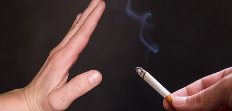 Ученые: Курильщики чаще попадают в больницы и умирают от COVID-19