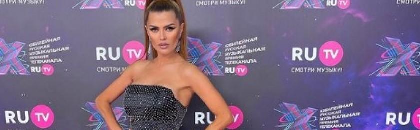 Викторию Боню высмеяли в Сети за демонстрацию фигуры без фотошопа