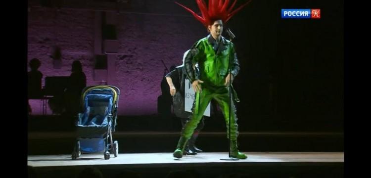 Теарт «Современник» представил спектакль с матом, ЛГБТ-пропагандой и хулой на ВОВ