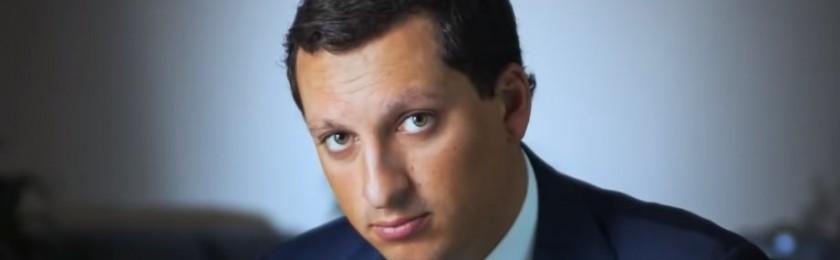 Миллиардер Кирилл Шамалов требует признать фиктивным брак с беременной женой