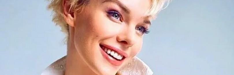 Постройневшая актриса Анна Старшенбаум полностью разделась передзеркалом