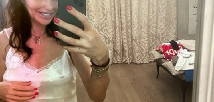 Тяжелобольная экс-жена Аршавина Казьмина съехала из дома футболиста