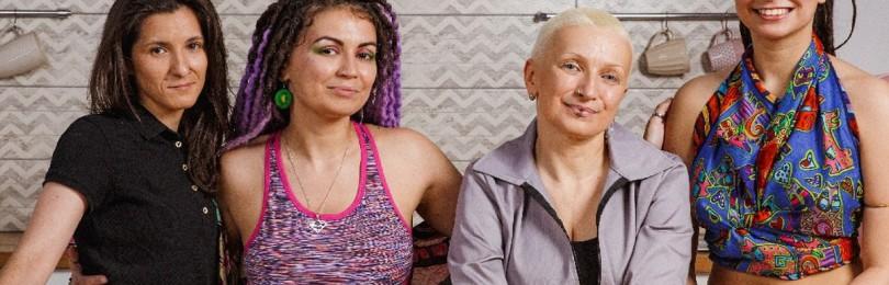 ЛГБТ-семейка из рекламы «ВкусВилл» переехала на ПМЖ в Испанию