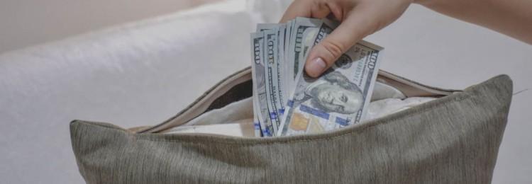 Около четверти россиян считают невыгодными валютные сбережения